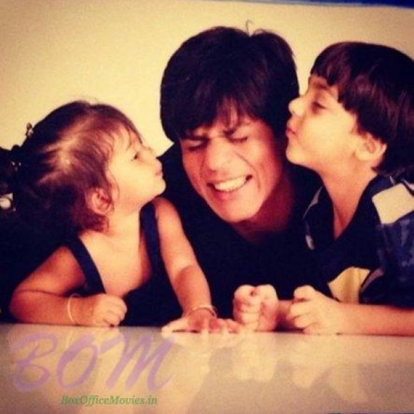 A cute picture of Shahrukh Khan with his kids