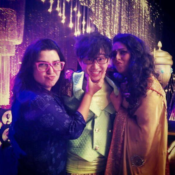 A funny picture of Jason Tham on the sets of HNY with Farah Khan and Geeta Kapur