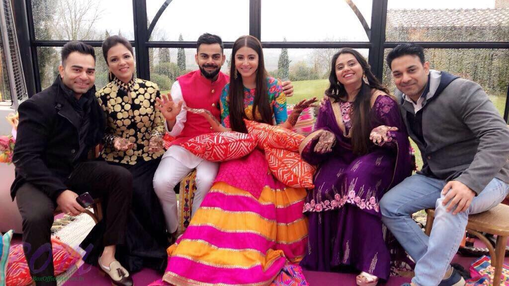 A group pic of Anushka and Virat with other special guests on marriage