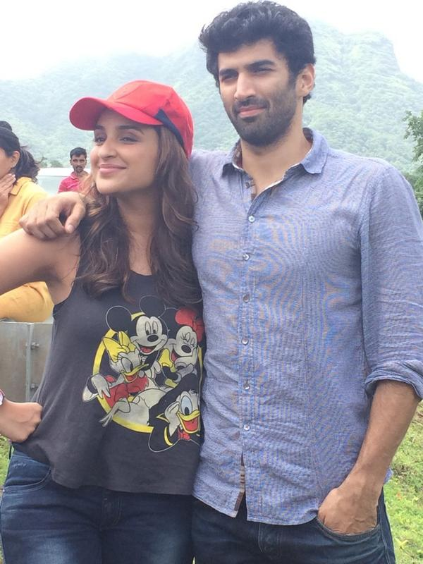 A perfect picture of Parineeti Chopra with Aditya Roy Kapur during Dawat-E-Ishq promotion