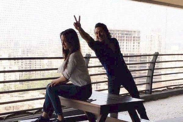 A quirky pic of Shraddha Kapoor and Tiger Shroff