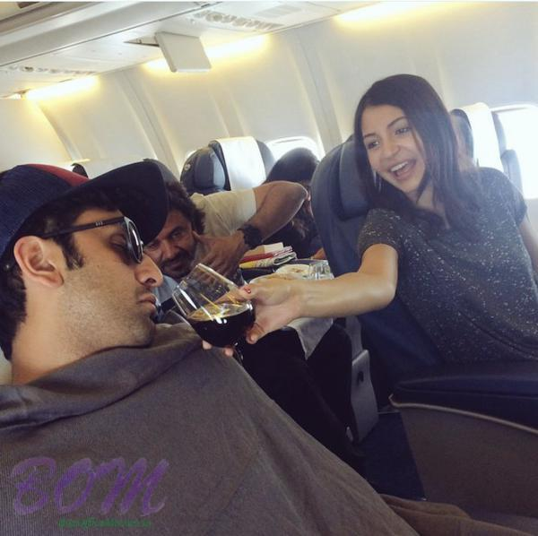 A quirky picture of Anushka Sharma and Ranbir kapoor