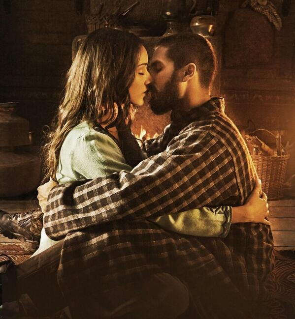 A sizzling scene of Shahid Kapoor and Shraddha Kapoor in the first look of movie Haider.