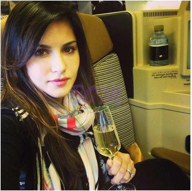 A sweet picture of Sunny Leone