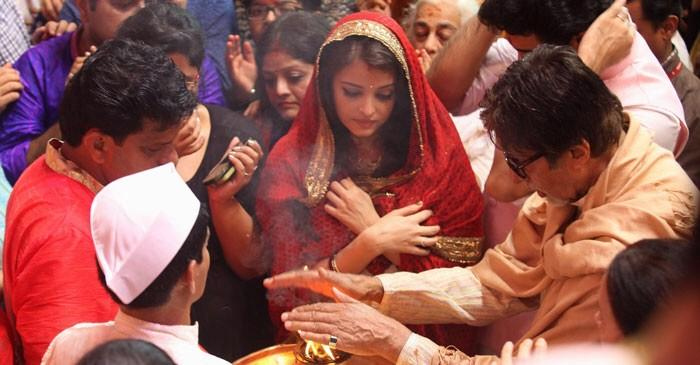A very cute picture of Amitabh Ji, Abhishek and Aishwarya taking aarti at Lal Baug Cha Raja