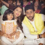 Abhishek Bachchan latest picture with family Aaradhya and Aishwarya Rai Bachchan