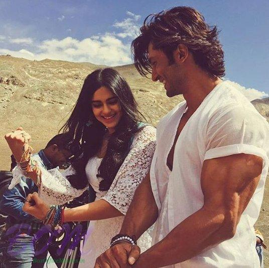 Adah Sharma with Vidyut Jammwal on the sets of Commando 2 in Ladakh
