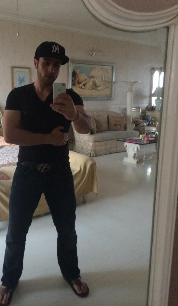 Adhyayan Suman Personal room and Selfie in the mirror