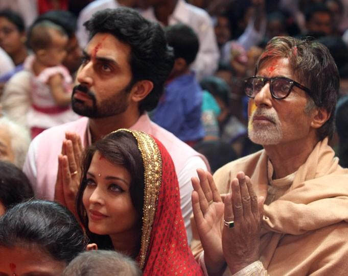Aishwarya, Abhishek and Amitabh Bachchan  offers prayer at Lal Baug Cha Raja