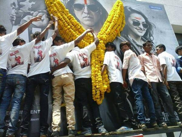 Akshay Kumar fans garlanded his picture on Holiday Movie poster