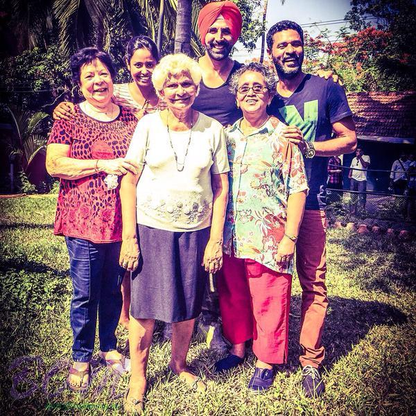 Akshay Kumar thanks to these lovely ladies on Singh is Bling 2nd schedule wrap