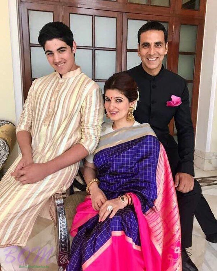 Akshay Kumar picture with wife Twinkle Khanna and son Aarav