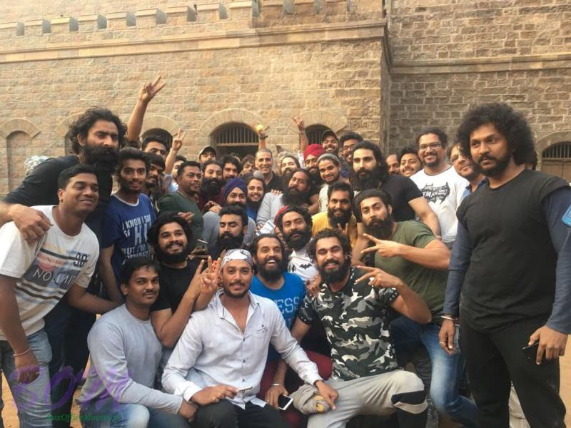 Akshay Kumar with many beard faces from the set of KESARI