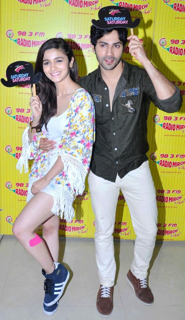 Alia Bhatt and Varun Dhawan sizzling cute picture together while promoting Humpty Sharma ki Dulhania