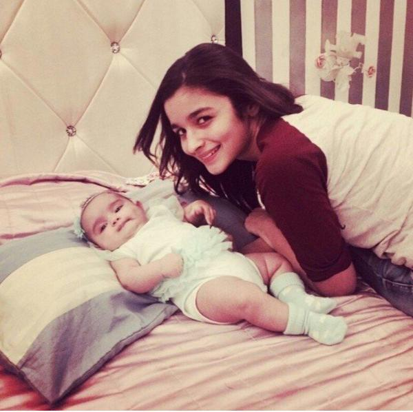 Alia Bhatt cute picture with a new born baby