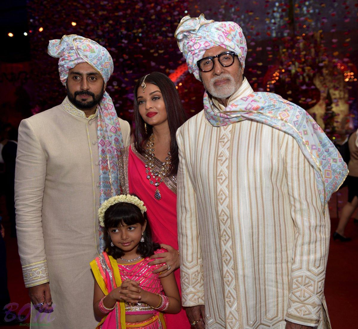 Amitabh Bachchan awesome pic with Abhishek, Aishwarya and Aaradhya