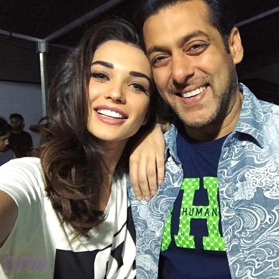 Amy Jackson selfie with Salman Khan when part of new promotional campaign
