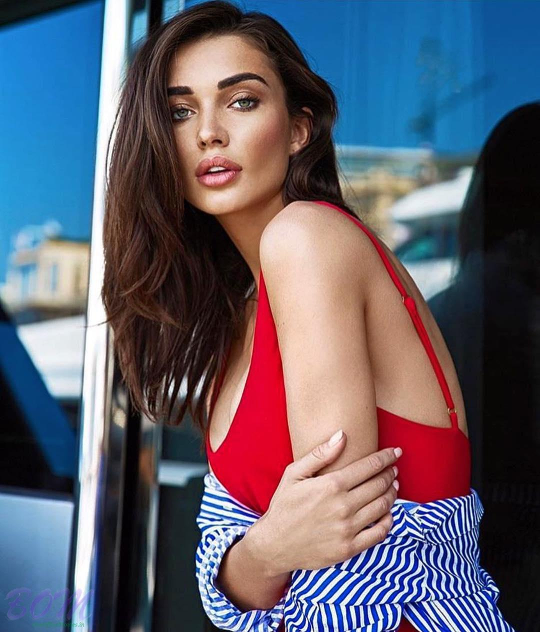Amy Jackson stylish pic on loving summer 2017