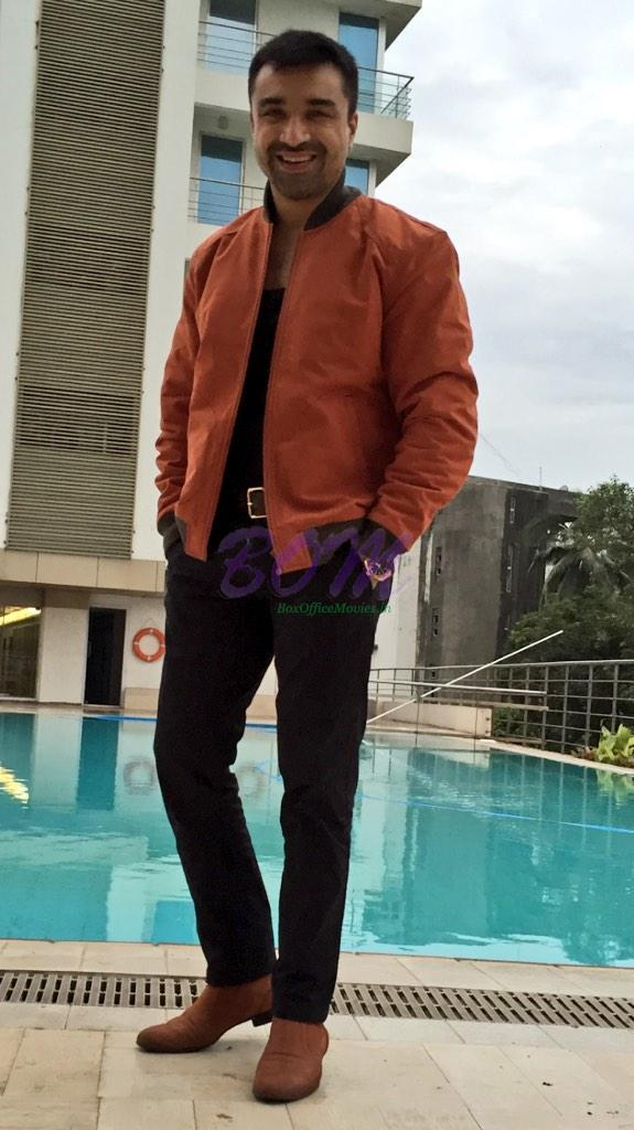 Another Cool Dashing Picture of Azaz Khan