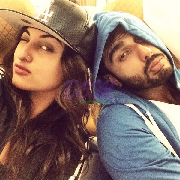 Arjun Kapoor and Sonakshi Sinha candid picture