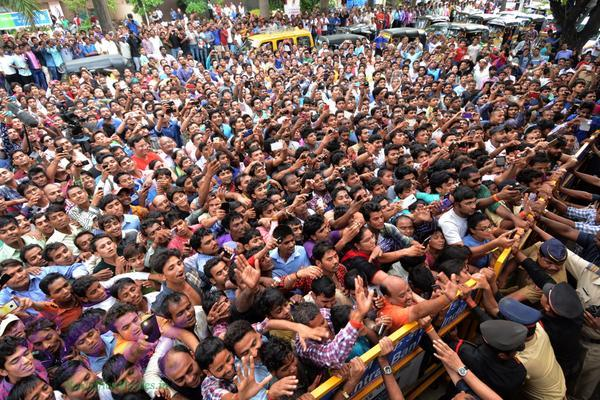 Awesome view of Amitabh Bachchan fans on last Sunday 26 July 2015