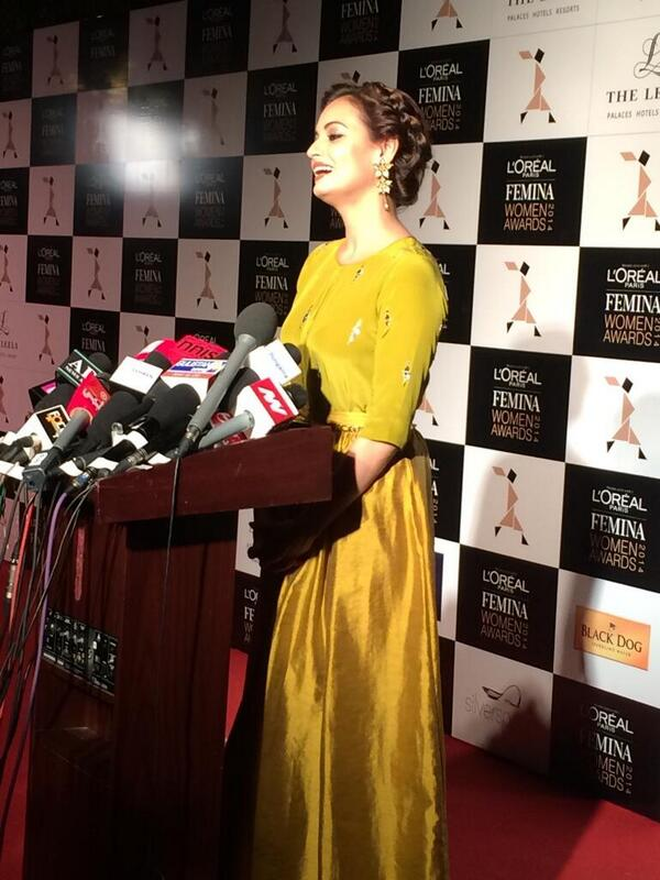Cute Dia Mirza talking to press on Bobby Jasoos trailer launch