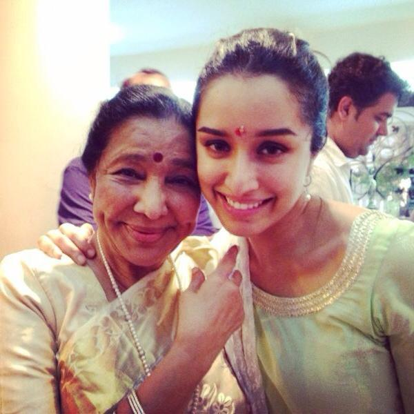 Cute Shraddha Kapoor with Lovely Asha Bhosle Ji