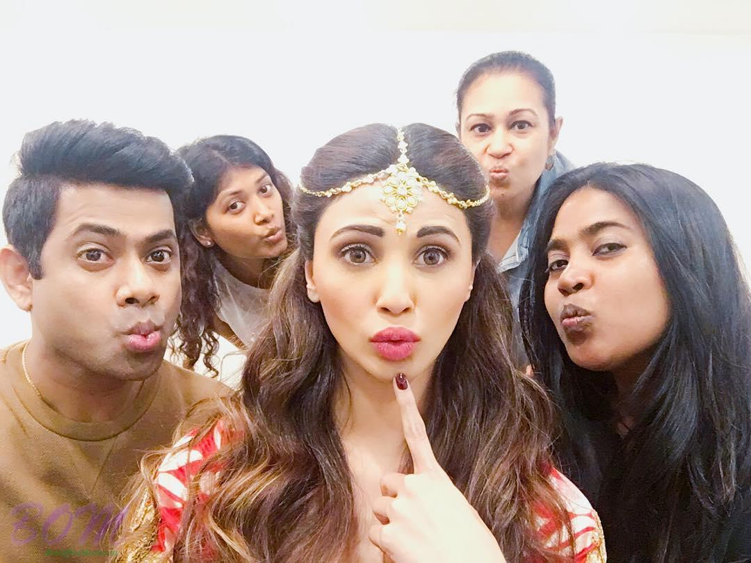 Daisy Shah picture with an interesting pout