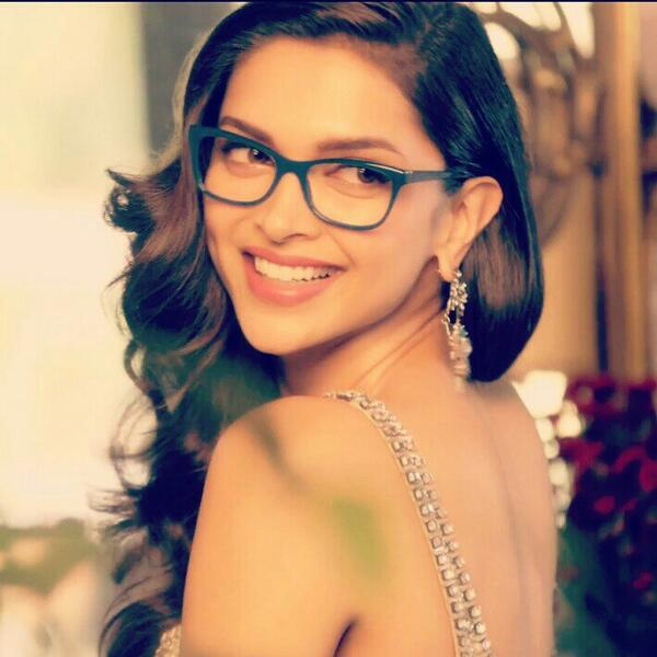 Deepika Padukone behind the scenes at her Vogue eye wear shoot!! Isn't she just the best!!!