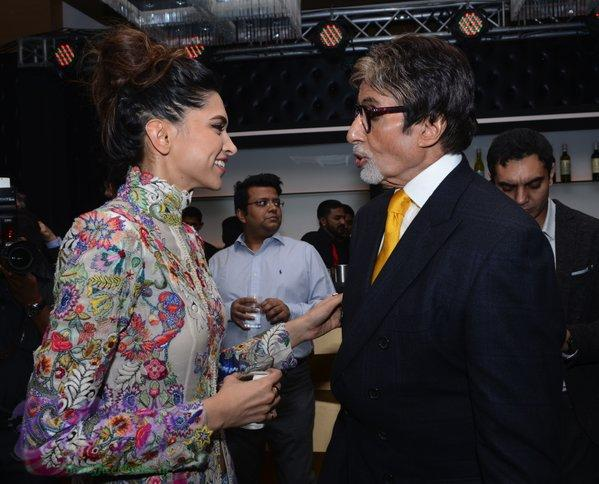 Deepika Padukone candid picture with Amitabh Bachchan