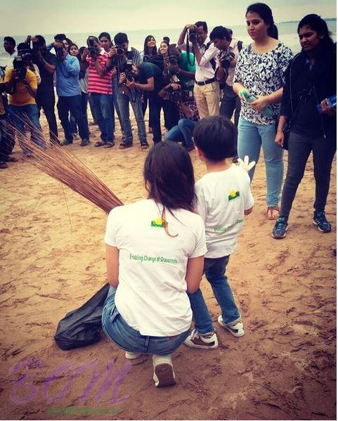 Divya Khosla Kumar with his son while cleaning up the beach