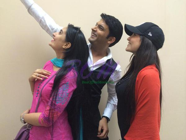 Elli Avram, Sai Lokur and Kapil Sharma selfie on the sets of Kis kisko Pyaar Karoon