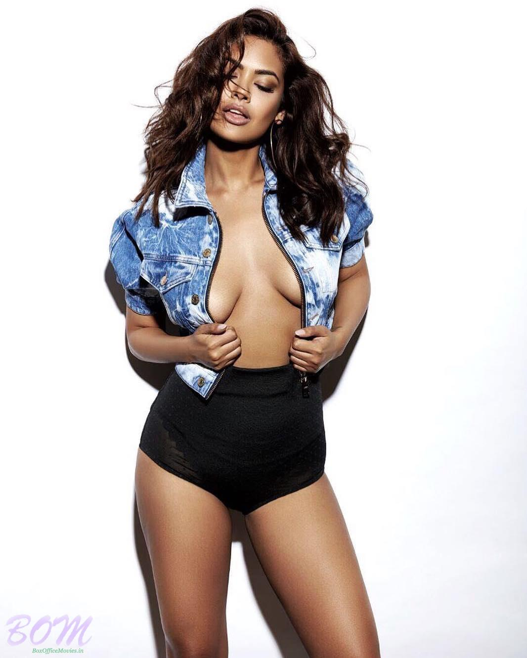 Esha Gupta latest bold pic by Taras
