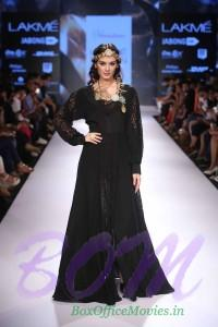 Evelyn Sharma beautiful picture during LFW2015