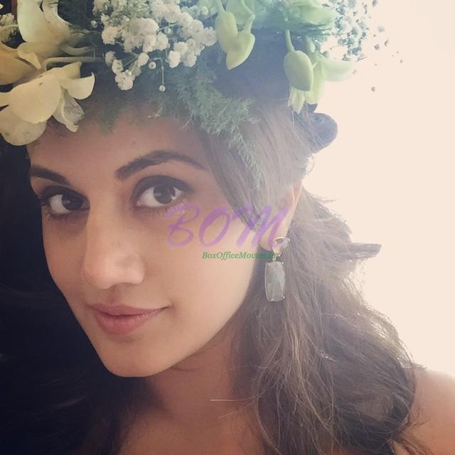Taapsee Pannu's Excitement!!! Flowers!! Happiness!