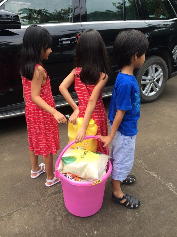 Farah Khan kids did the 'rice bucket challenge' filled up groceries 4 the girls orphanage with their piggy bank money