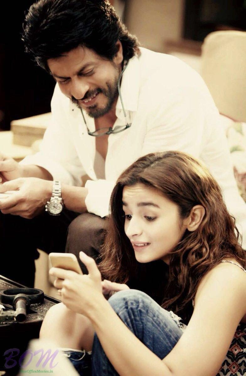 First Look of Shahrukh Khan and Alia Bhatt starrer Dear Zindagi
