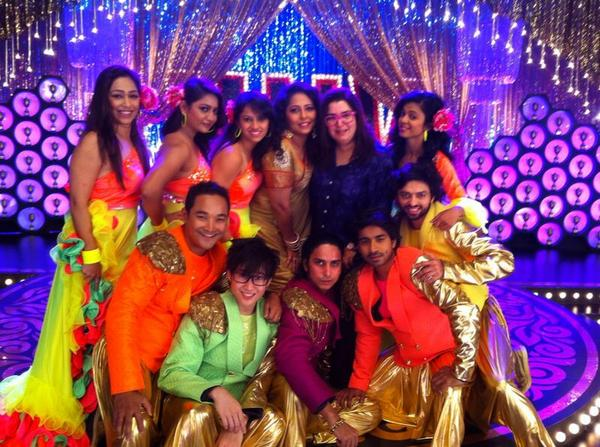 GEETA KAPUR and Farah khan with team Happy New Year for a song choreography