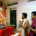 Ganpati Bappa Morya Tusshar Kapoor chants on #GaneshChaturthi with father and actor Jitendra