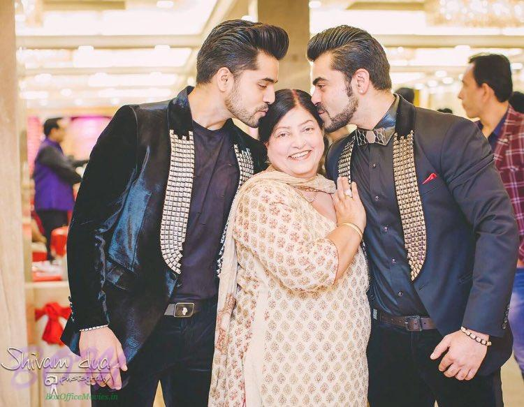 Gautam Gulati with his mother and brother on Mothers Day 2017