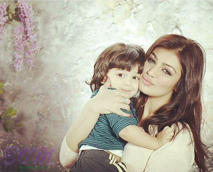 Gorgeous Ayesha Takia with her very cute baby