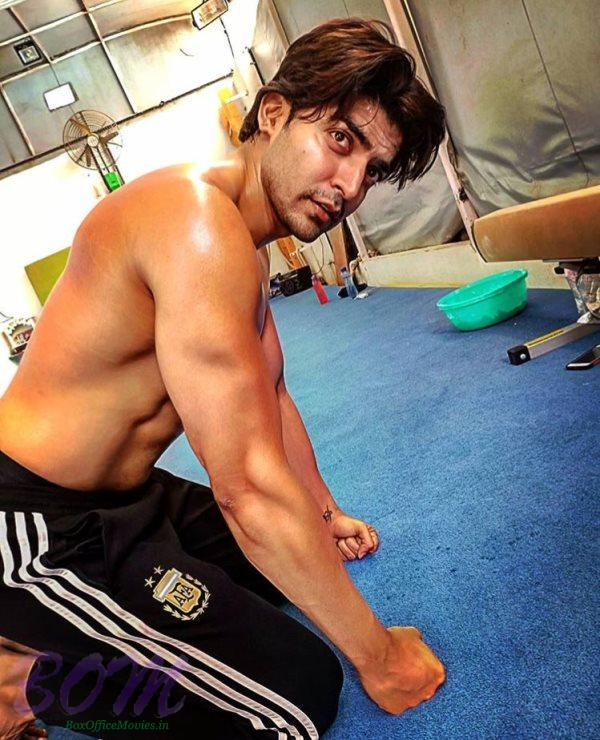 Gurmeet Choudhary warning to gymnast to keep a safe distance with this pic