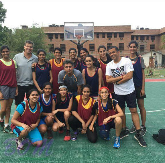 Shraddha Kapoor with Mohit Soori, Chetan Bhagat and other while shooting for Half Girlfriend