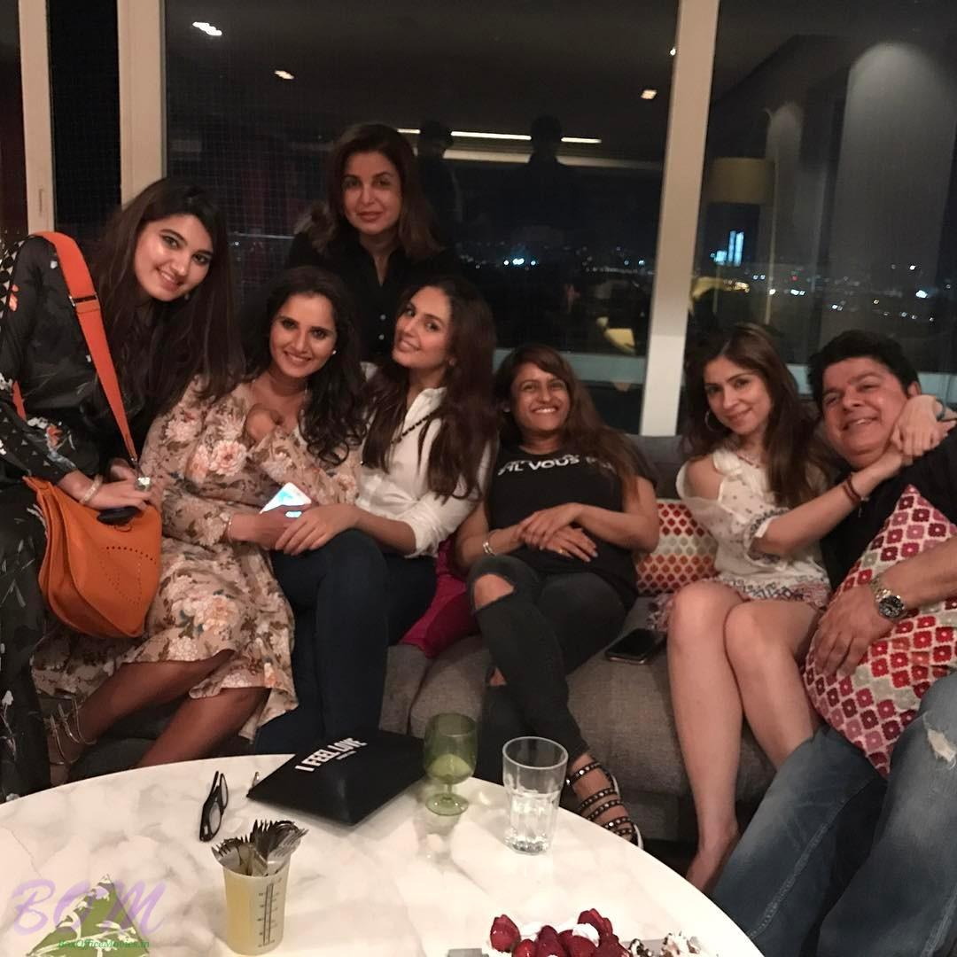 Huma Qureshi with Farah Khan Akhtar, Sania Mirza, Sajid Khan and others