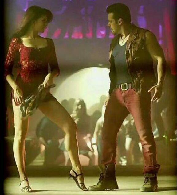 Jacqueline Fernandez ‏and Salman Khan hot picture in a song in Kick movie