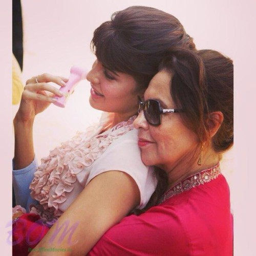 Jacqueline Fernandez with her mother