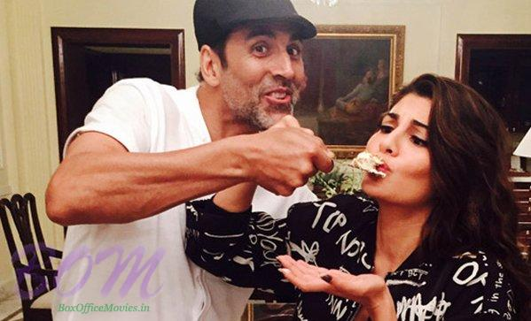 Jacqueline Fernandez secret Santa fun moment with Akshay Kumar