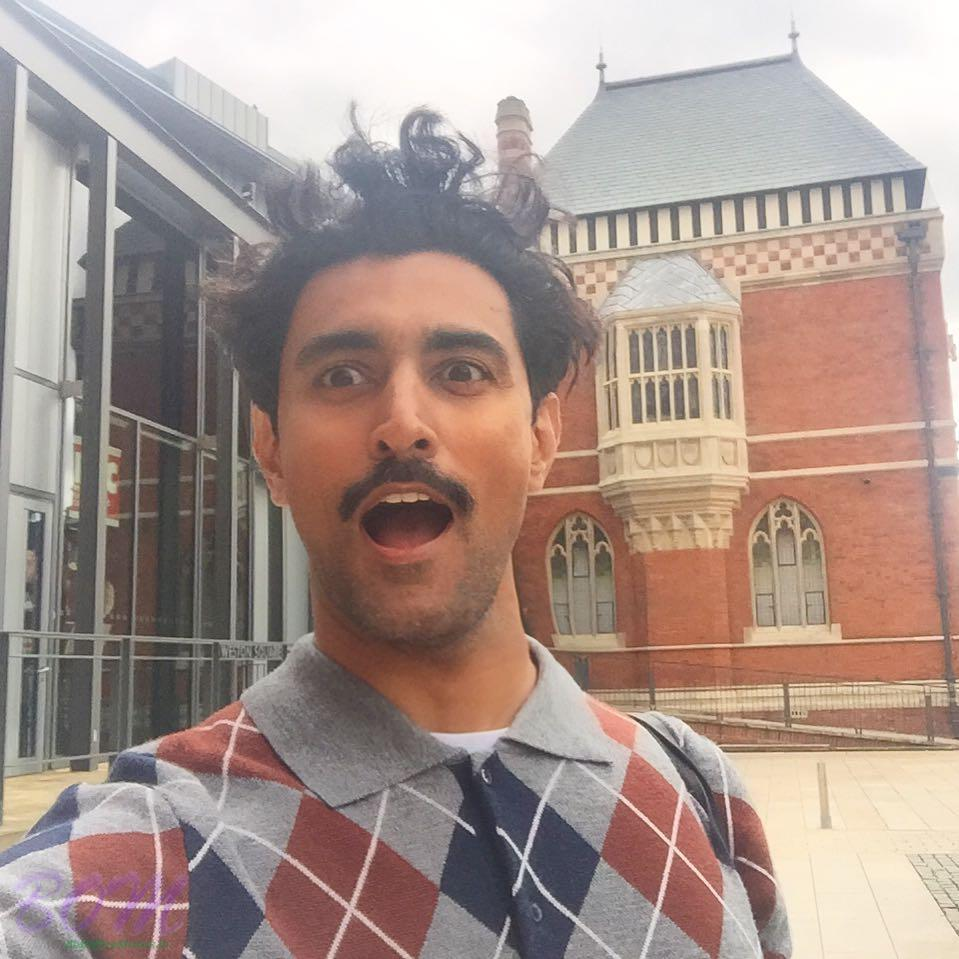 Kunal Kapoor hair raising selfie at RSC theatre
