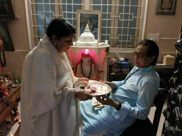 Lata Mangeshkar rakhi celebration with brother Hridaynath ji