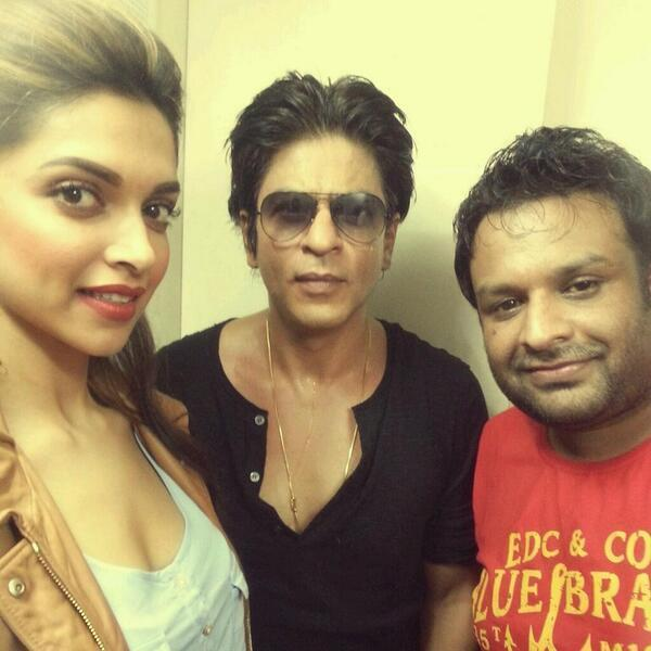 Latest Picture of Shah Rukh Khan & Deepika Padukone at the IPL Gala Dinner night!